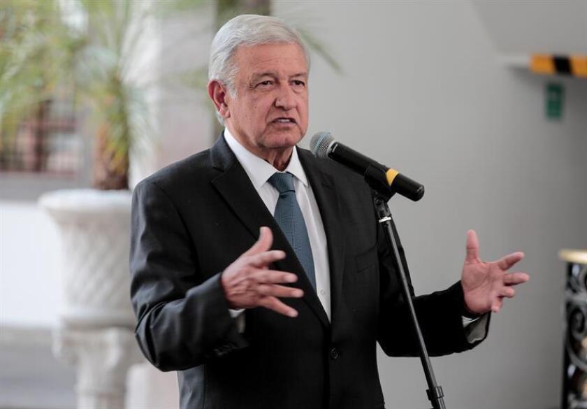 El líder izquierdista Andrés Manuel López Obrador, virtual candidato de Movimiento Regeneración Nacional (Morena) a la Presidencia de México en 2018, indicó que analiza una amnistía a líderes del narcotráfico, siempre que cuente con el apoyo de las víctimas, informó hoy el partido. EFE/Archivo