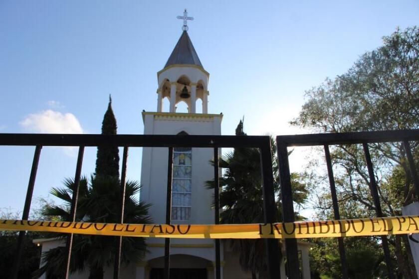 Vista del exterior de la parroquia donde fue asesinado este viernes el párroco José Martín Guzmán Vega, en la ciudad de Matamoros en el estado de Tamaulipas (México). EFE/Abraham Pineda-Jacome
