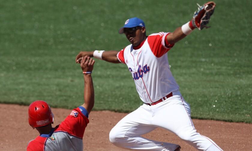 Dodgers sign Cuban defector Erisbel Arruebarrena