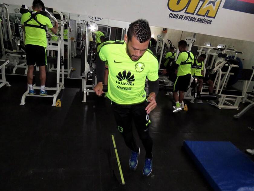 Miguel Samudio, junto a sus compañeros del América, en plena sesión de gimnasio.
