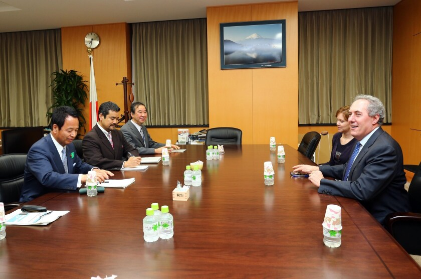 U.S. Trade Representative Michael Froman (right) speaks with his Japanese counterpart Akira Amari (left) at talks over deadlocked Trans-Pacific Partnership negotiations in Tokyo on April 19.