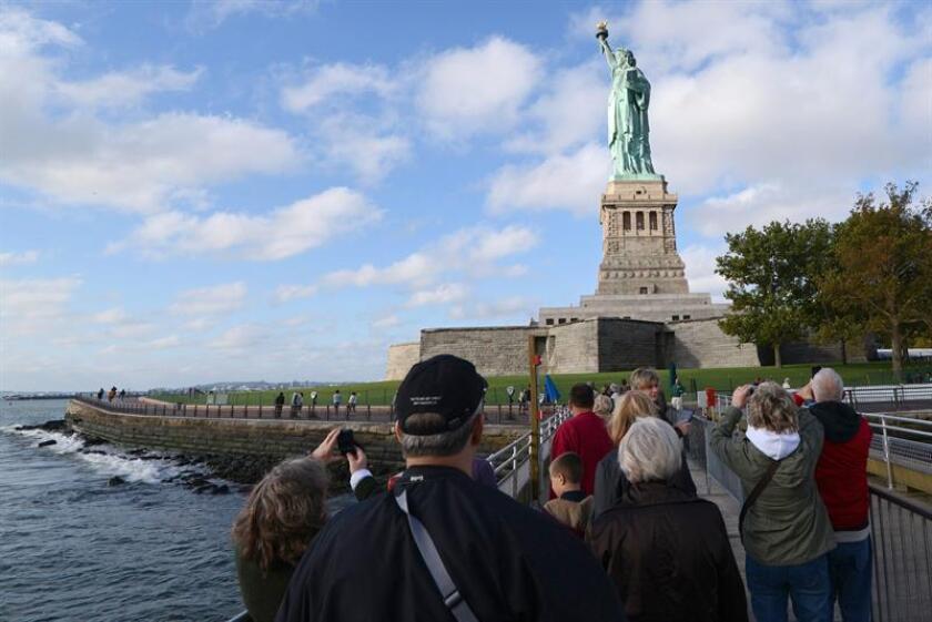 Del total de visitantes, 51,6 millones fueron estadounidenses y 13,5 extranjeros, que compraron en conjunto 37,7 millones de noches de hotel en la ciudad, lo que generó unos ingresos en impuestos locales estimados en 623 millones de dólares, de acuerdo con un comunicado. EFE/Archivo