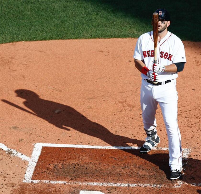En la imagen, el jugador de los Medias Rojas de Boston Mitch Moreland. EFE/Archivo