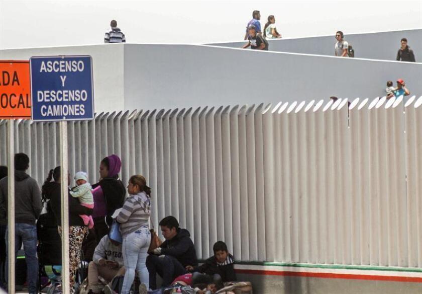 """Activistas en defensa de los migrantes víctimas de la """"tolerancia cero"""" exigieron hoy al Gobierno aclarar la situación de los niños cuyos padres fueron declarados """"no elegibles"""" para la reunificación familiar, y evaluaron las cifras tras el vencimiento este jueves del plazo judicial. EFE/Archivo"""