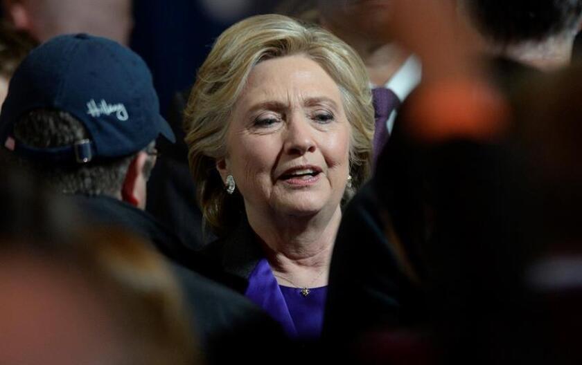 """La excandidata demócrata a la Casa Blanca Hillary Clinton agradeció hoy el apoyo de sus seguidores y, pese a perder las elecciones del pasado 8 de noviembre frente al republicano Donald Trump, les instó a seguir """"adelante"""". EFE/ARCHIVO"""