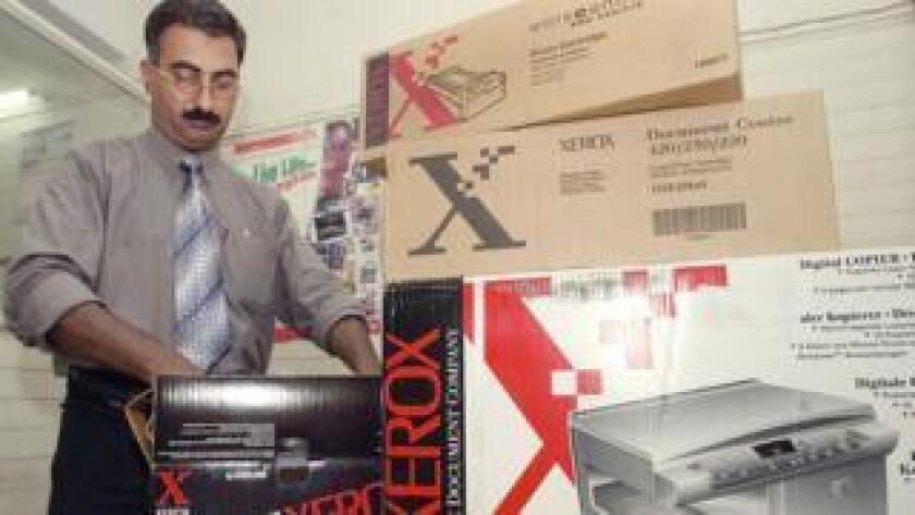 Cuando en 1959 Xerox introdujo en el mercado la primera fotocopiadora comercial, que abocó a la obsolescencia el uso del papel carbón, su invención fue considerada tan revolucionaria como el primer iPhone presentado por Steve Jobs en 2007.