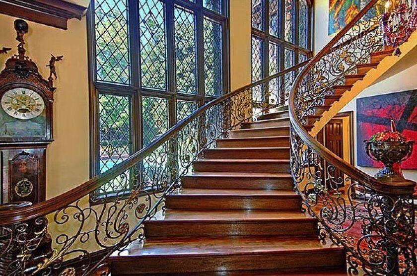 Nicolas Cage mansion lost in foreclosure