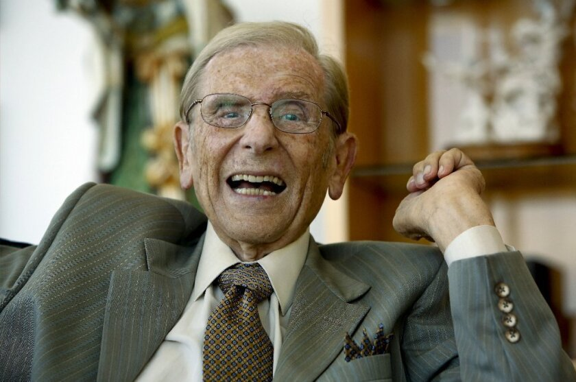 Alfred Mann, 89, said Monday that he'll step down as CEO of MannKind Corp., the Valencia maker of inhaled insulin.