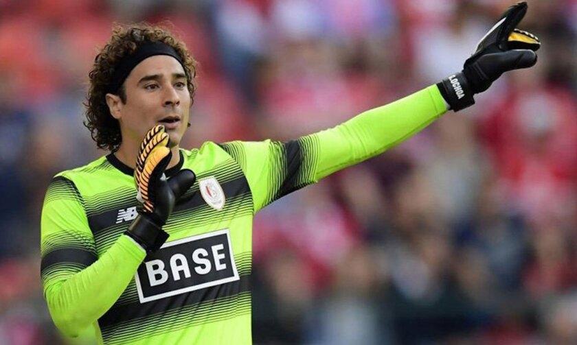 Guillermo Ochoa seguirá en elStandard de Lieja de la liga belga.
