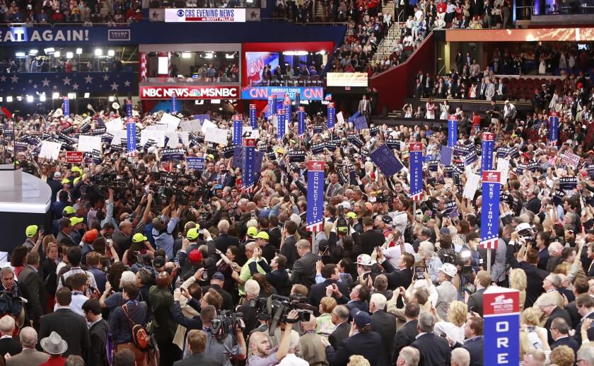 Delegados de Nueva York aseguran su voto oficial por Donald Trump en el proceso de nominación en el segundo día de la Convención Nacional Republicana 2016 en el Quicken Loans Arena en Cleveland, Ohio (Estados Unidos), hoy, martes 19 de julio de 2016. EFE/DAVID MAXWELL
