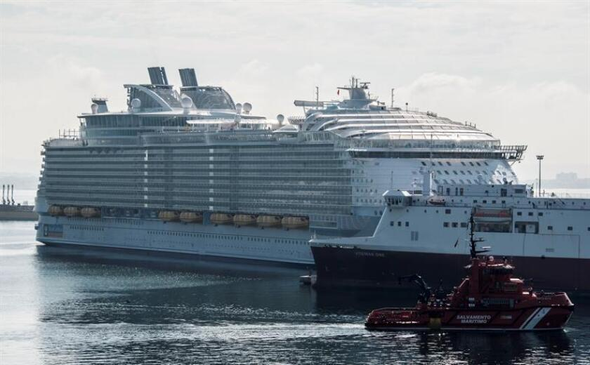 Puerto Rico recibió hoy al Harmony of the Seas, el crucero más grande del mundo días antes del comienzo de un nuevo año turístico en el que se espera que lleguen a la isla caribeña una cifra récord de 1,7 millones de pasajeros por vía marítima. EFE/ARCHIVO