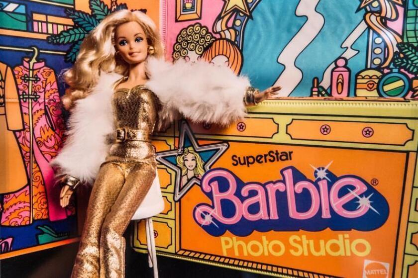 """Fotografía donde aparece la muñeca Barbie de los 80 que forma parte de la exposición """"The Art of Barbie"""", que abre al público en Wilton Manors, a unas 32 millas (51 kms) al norte de Miami, Florida (EE.UU.), el 09n de marzo de 2019. EFE/Giorgio Viera/Archivo"""