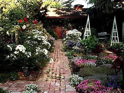 Rosalind Creasy's frontyard