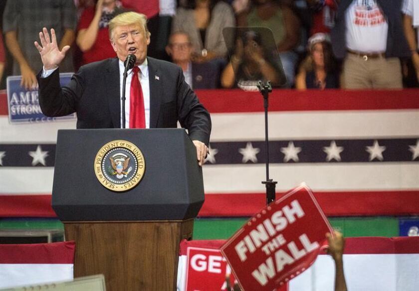 El presidente, Donald Trump, cumple hoy una apretada jornada final de la campaña electoral por las legislativas con mítines en tres estados: Ohio, Indiana y Misuri, donde tienen lugar competidas contiendas por el Senado o la gobernación. EFE/Archivo