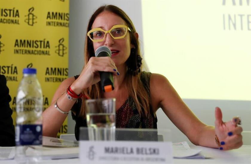 La directora ejecutiva AI en Argentina Mariela Belski habla durante una conferencia de prensa. EFE/Archivo