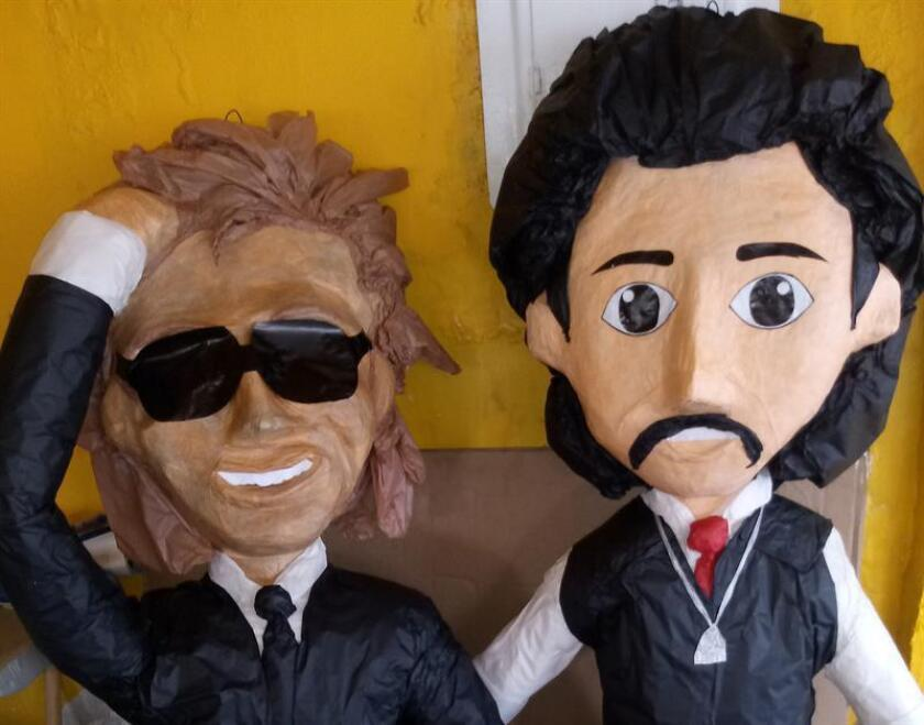 Fotografía cedida por Adilene Sánchez, con fecha del 13 de julio de 2018, de unas piñatas exhibidas en el exterior de la empresa Piñata Feliz, en Ciudad Juárez, Chihuahua (México). EFE/Adilene Sánchez/SOLO USO EDITORIAL