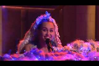 Miley Cyrus shocked during 'SNL' performance -- but in an unexpected way
