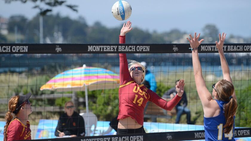 Sara Hughes, center, and Kelly Claes, left, won 103 consecutive matches at one point for USC.