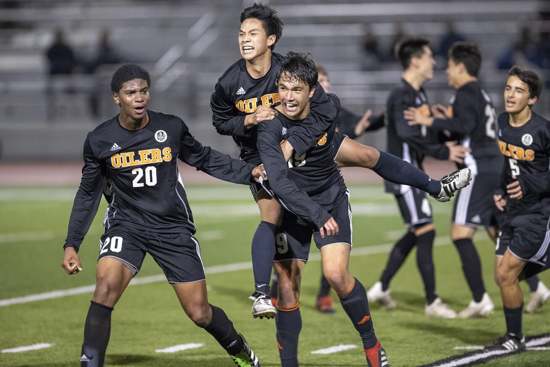 Photo Gallery: Fountain Valley vs. Huntington Beach in boys' soccer