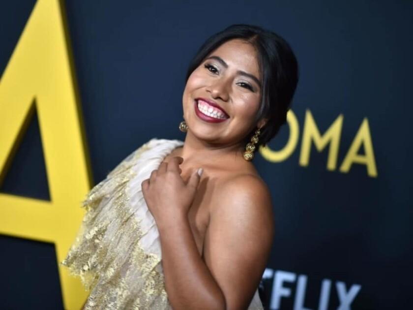 """Yalitza Aparicio protagoniza """"Roma"""" la cinta dirigida por Alfonso Cuarón que le podría dar el primer Oscar de su historia a Netflix."""