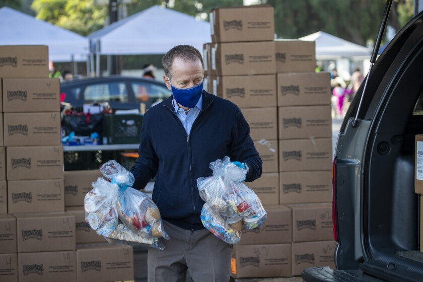 LAUSD Supt. Austin Beutner helps distribute food on Nov. 25.