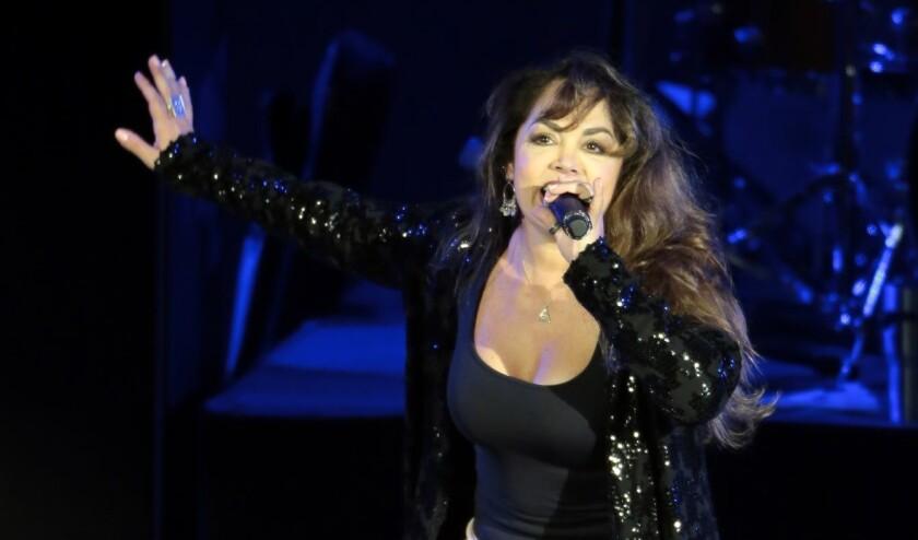 Tatiana en su presentación durante el concierto Fuerza México, evento a beneficio para los damnificados de los Sismos en México donde lo recaudado se entregó a la Cruz Roja Mexicana.