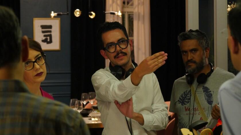 """El director Manolo Caro en el set de la cinta """"Perfectos Desconocidos"""", basada en un film italiano."""