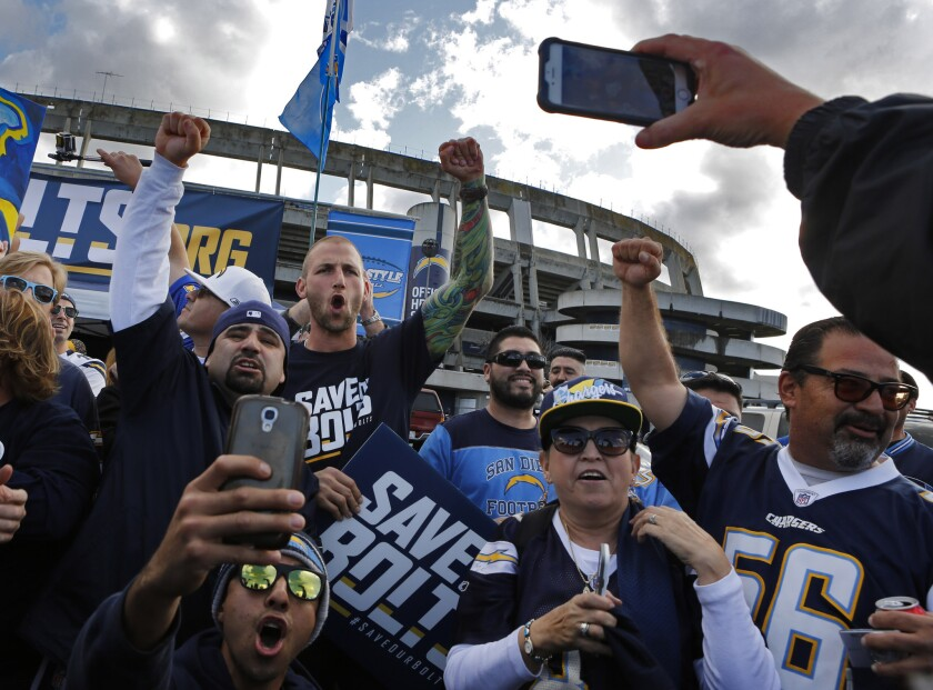 Chargers rally