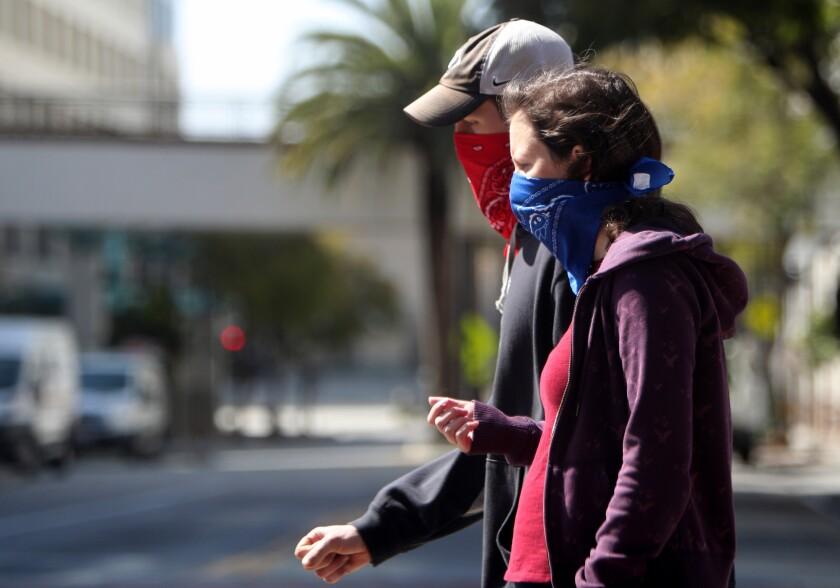 Cualquiera que sea el escenario que siga la pandemia, la gente debe estar preparada, dicen expertos.
