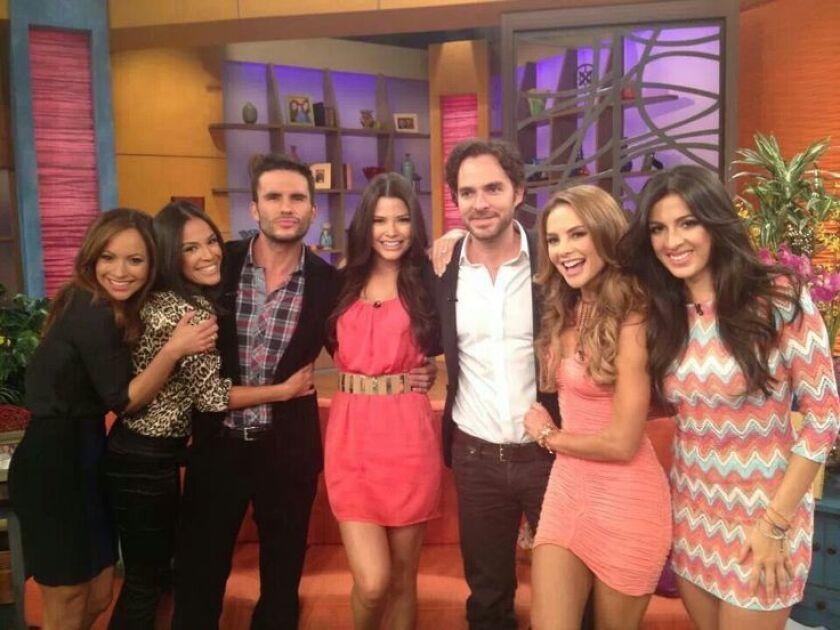 Univision anuncia despidos del 6% de su personal.