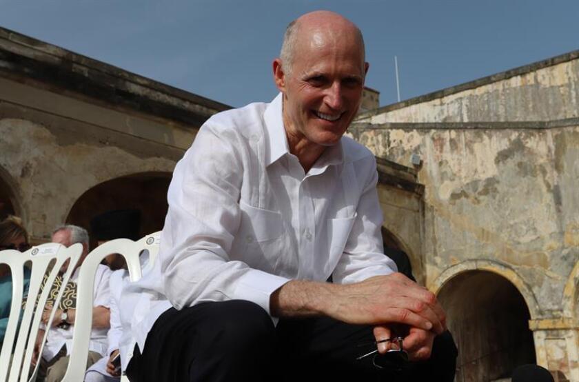 El gobernador de Florida, Rick Scott, participa en un acto en recuerdo a las víctimas del huracán María en el Castillo de San Cristóbal del casco histórico del Viejo San Juan (Puerto Rico). EFE/Archivo