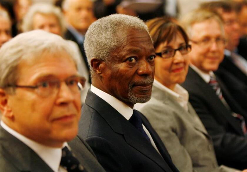 Former United Nations Secretary-General Kofi Annan (C), during a meeting about 'The University and the Challenge of Climate Change', at the university of Zurich, in Zurich, Switzerland, 10 October 2008. EFE/EPA