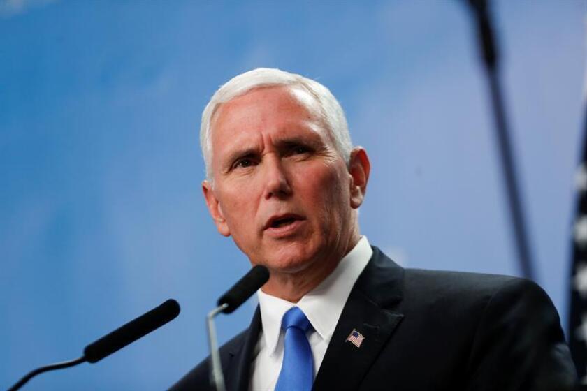 El vicepresidente, Mike Pence, se reunirá este jueves en Guatemala con los presidentes guatemalteco, hondureño y salvadoreño para hablar sobre la crisis migratoria en la frontera sur de Estados Unidos, informó hoy su oficina. EFE/Archivo