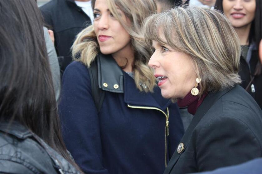 La gobernadora de Nuevo México, Michelle Lujan Grisham, realizará hoy su primer viaje a la frontera para encontrarse con tropas de la Guardia Nacional, en medio de tensiones entre el presidente, Donald Trump, y el Congreso por la financiación del muro fronterizo, según indicó un portavoz estatal. EFE/Archivo