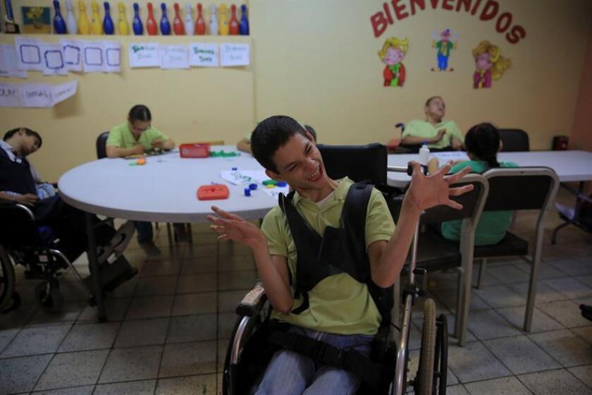 Vista de varios niños con parálisis cerebral. EFE/Archivo