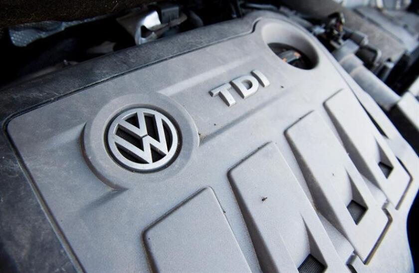La Agencia de Protección Ambiental (EPA) y el Departamento de Justicia anunciaron hoy un acuerdo con Volkswagen (VW) que supone una multa de 4.300 millones de dólares y la presentación de cargos contra seis de sus ejecutivos por el escándalo de los motores diésel trucados del fabricante alemán. EFE/ARCHIVO
