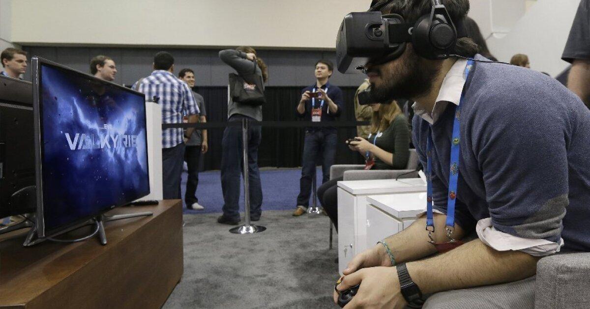 Facebook shares fall 7% on Oculus deal
