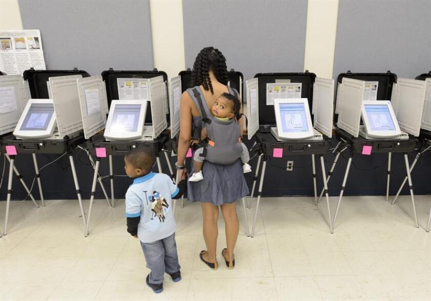 Exhibición conmemora primer centenario derecho al voto de la mujer en N.York