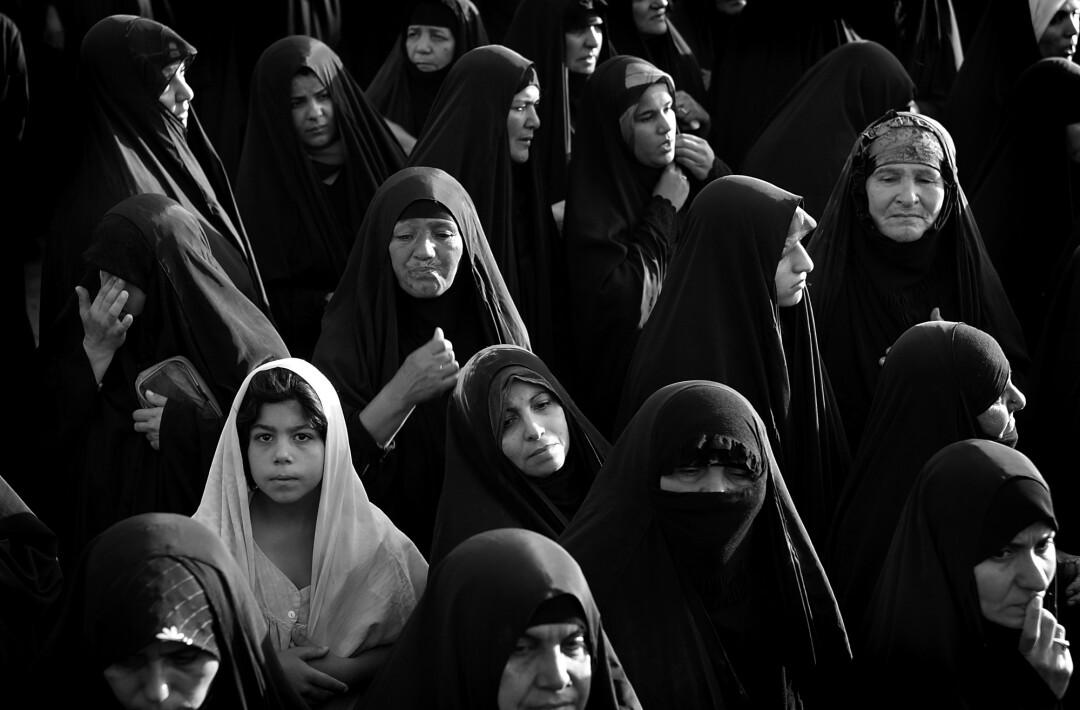 گروهی از زنان و دختران با ماسک سر
