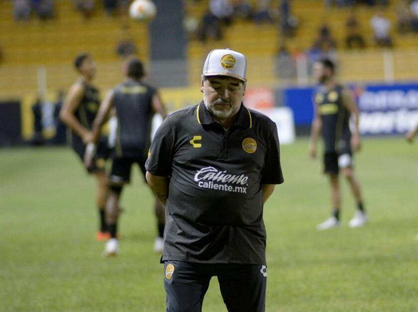 Los Dorados de Sinaloa del entrenador argentino Diego Armando Maradona recibirán este sábado al Atlético Zacatepec confiados en iniciar una racha positiva para salir de la crisis en la liga de Ascenso del fútbol mexicano. EFE/Archivo