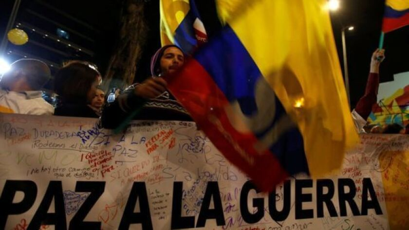 El anuncio en La Habana fue recibido con alegría por sectores de la población colombiana que apoyan el proceso de paz.