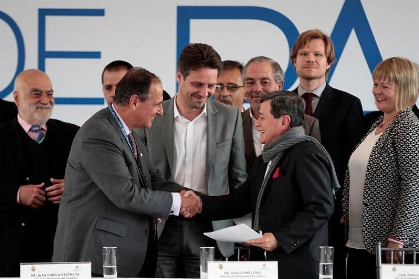 """El Gobierno celebró hoy el inicio de negociaciones de paz entre el Ejecutivo de Colombia y la guerrilla Ejército de Liberación Nacional (ELN), al asegurar que apoya los esfuerzos para lograr un arreglo """"justo y duradero"""". EFE"""