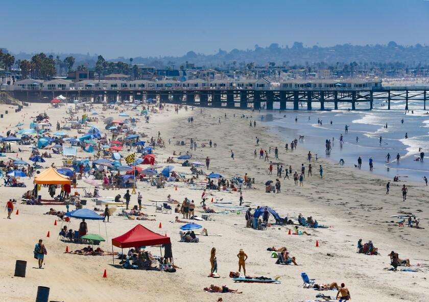 El comienzo de la ola de calor de este fin de semana ha comenzado a atraer grandes multitudes