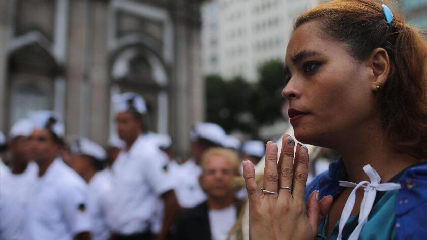 Las mujeres que asisten a servicios religiosos, especialmente mujeres católicas, son mucho menos propensas a suicidarse, según un nuevo estudio (Mario Tama / AFP/Getty Images).