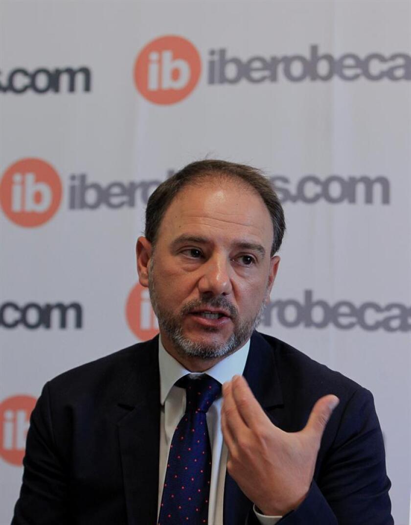 El consejero de Educación de la Embajada española en México, Enrique Cortés, habla entrevista con Efe, hoy jueves 18 de octubre de 2018, en Ciudad de México (México). EFE