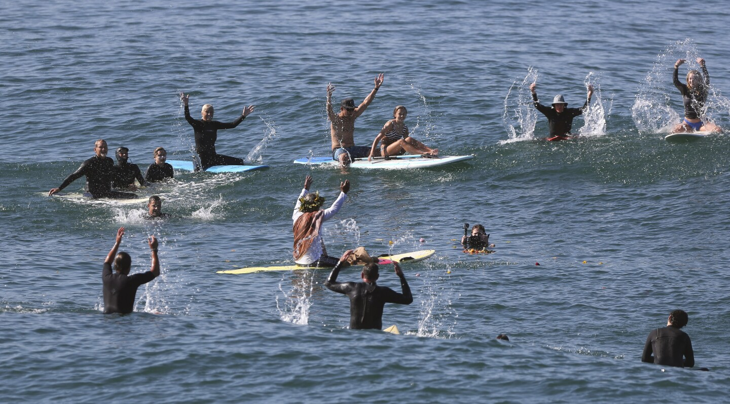 Paddle out for Walter Munk