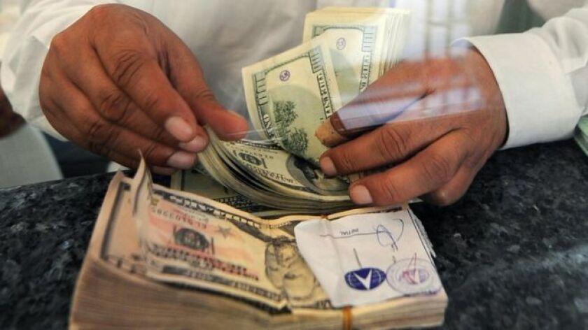 Las remesas, el dinero que envían a sus países de origen los trabajadores expatriados, representan más del 10% del Producto Interno Bruto (PIB) en cinco de 15 países de América Latina incluidos en un estudio reciente del centro de estudios Diálogo Interamericano, con sede en Washington.