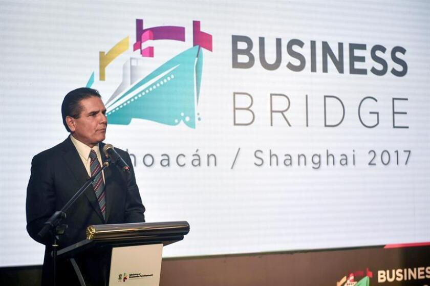 El gobernador del estado mexicano de Michoacán, Silvano Aureoles, durante su intervención en un acto de promoción en Shanghái. EFE/Archivo
