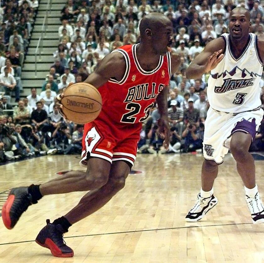 Michael Jordan (L) of the Chicago Bulls goes to th