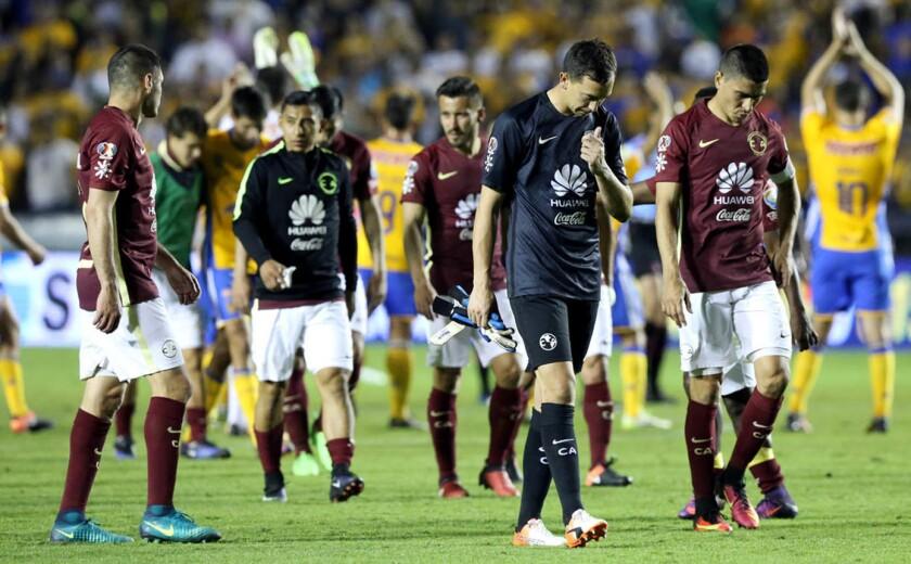 Jugadores del América reflejan su mal momento tras perder 4-2 en casa de los campeones Tigres.